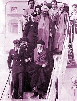 Khomeini tiba di Mehrabad setelah bertahun-tahun tinggal di Irak dan Prancis.