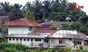 Ma'had (pesantren) Luqmanul-Hakim di Malaysia, tempat Abu Wildan dan NMT dulu mengajar.